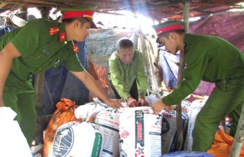 Nghệ An Bắt quả tang cơ sở đưa 7 tạ mỡ bẩn đi Hà Nội tiêu thụ